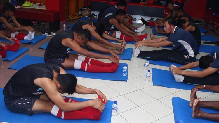 Penggawa PSM Makassar melakukan latihan di dalam ruangan Copyright: PSM Makassar