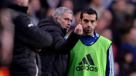 Jose Mourinho dan Mohamed Salah ketika masih di Chelsea - INDOSPORT