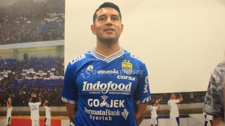 Esteban Vizcarra saat diperkenalkan sebagai pemain Persib. - INDOSPORT