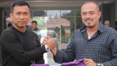 Indosport - Widodo Cahyono Putro resmi diperkenalkan Persita Tangerang sebagai pelatih barunya