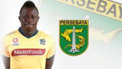 Indosport - Malick Mane dan logo Persebaya Surabaya