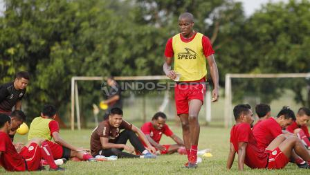 Pemain baru Persija Jakarta asal Brasil, Vinicius Lopes Laurindo atau yang akrab disapa Neguete mulai mengikuti latihan perdana bersama Macan Kemayoran