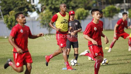 Neguete terlihat bersemangat melakukan latihan perdananya bersama Persija.