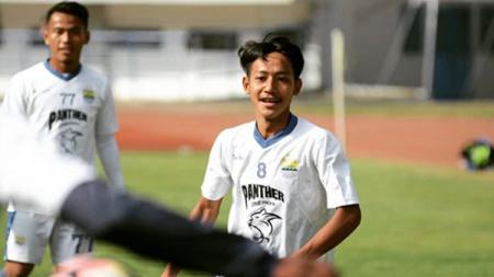 Bintang Persib Bandung Beckham Putra Nugraha mengungkapkan sisi lain dari dampak virus corona (covid-19) yang tengah melanda Indonesia. - INDOSPORT