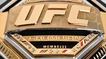 Sabuk baru UFC kelas ringan yang akan diperebutkan usai Khabib Nurmagomedov pensiun. - INDOSPORT