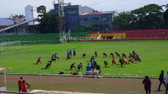 Indosport - Suasana latihan PSM Makassar di Stadion Mattoanging, Sabtu (19/01/19).