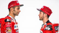 Indosport - Danilo Petrucci dan Andrea Dovizioso, pembalap Ducati.