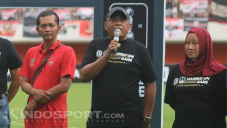 Mantan manajer PSS Sleman, Sismantoro memberikan sambutan