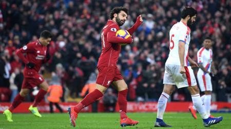 Pemain Liverpool Mohamed Salah merayakan gol ke gawang Crystal Palace pada laga Liga Primer Inggris (Premier League), Sabtu (19/01/19). - INDOSPORT