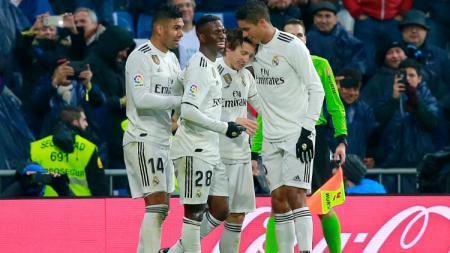 Luka Modric saat melakukan selebrasi usai cetak gol di pertandingan Real Madrid vs Sevilla, Sabtu (19/01/19). - INDOSPORT