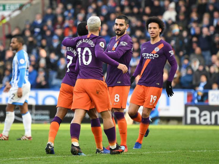 Selebrasi para pemain Manchester City usai cetak gol ke gawang Huddersfield Town, Minggu (20/01/19). Copyright: INDOSPORT
