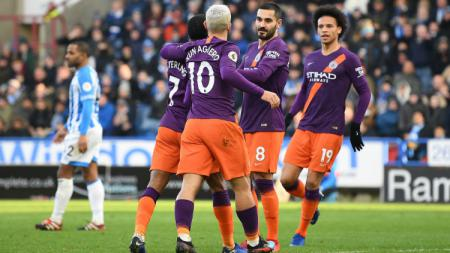 Selebrasi para pemain Manchester City usai cetak gol ke gawang Huddersfield Town, Minggu (20/01/19). - INDOSPORT