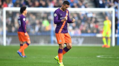 Bek Manchester City, Danilo, saat mencetak gol untuk timnya di pertandingan Liga Primer Inggris, Minggu (20/1/19). - INDOSPORT