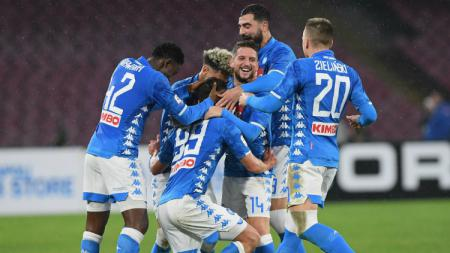 Selebrasi para pemain Napoli usai Arkadiusz Milik mencetak gol ke gawang Lazio, Senin (21/01/19) dini hari WIB. - INDOSPORT