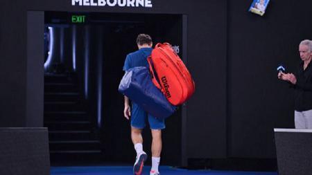 Roger Federer tampak lesu meninggalkan lapangan usai tersingkir di Australia Terbua 2019 - INDOSPORT