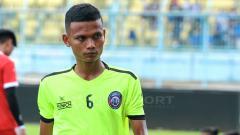 Indosport - Ikhfanul Alam menjadi satu-satunya pemain Arema yang merupakan aparatur negara