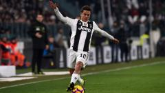 Indosport - Paulo Dybala menggiring bola dalam pertandingan Juventus vs Chievo, Selasa (22/01/19).