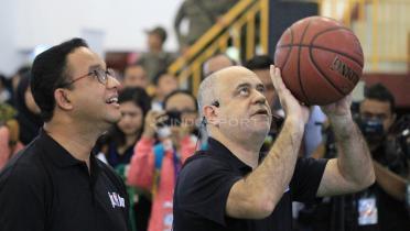 (GALERI FOTO) Anies Baswedan Ramaikan Akademi Pelatih Junior NBA