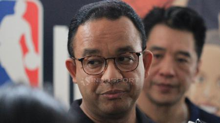 Gurbernur DKI Jakarta, Anies Baswedan memberikan keterangan mengenai acara Akedemi Pelatih Jr. NBA 2019 di GOR Ciracas, Jakarta Timur - INDOSPORT
