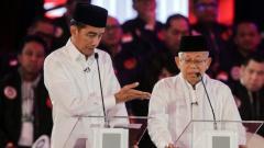 Indosport - Joko Widodo dan Ma'ruf Amin dalam acara Debat Capres pertama di Hotel Bidakara, 17 Januari 2019.