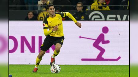 Achraf Hakimi, bek klub Bundesliga Jerman, Borussia Dortmund, menyampaikan sebuah kabar bahagia. - INDOSPORT