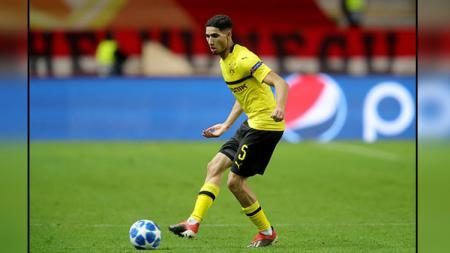 Bintang muda Borussia Dortmund, Achraf Hakimi diprediksi bakal menjadi salah satu aset terpanas di bursa transfer musim panas mendatang. - INDOSPORT