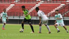 Indosport - Sesi latihan Persebaya Surabaya jelang pertandingan Piala Indonesia.
