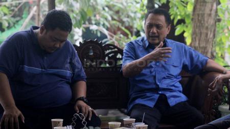 Sukawi Sutarip (kanan) dan Wahyu Winarto (GM PSIS) - INDOSPORT