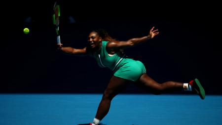 Serena Williams ditaklukkan Karolina Pliskova di perempatfinal Australia Terbuka 2018. - INDOSPORT