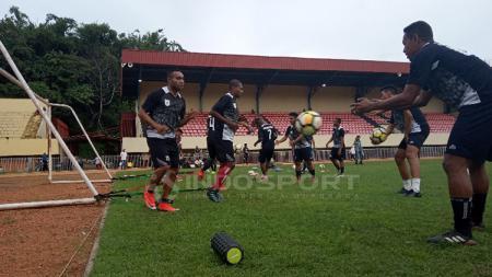 Nampak suasana latihan perdana Timnas Persipura Jayapura di Stadion Mandala - INDOSPORT