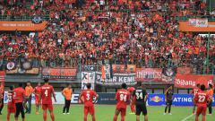 Indosport - Suasana stadion usai pertandingan Persija vs 757 Kepri