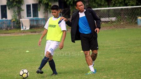 Soni Setiawan dan asisten pelatih Widyantoro - INDOSPORT
