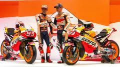 Indosport - Jorge Lorenzo dan Marc Marquez kala merilis motor baru Honda.