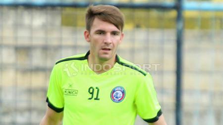 Pavel Smolyachenko saat masih membela Arema FC, dikabarkan akan bergabung ke Persiraja Banda Aceh. - INDOSPORT