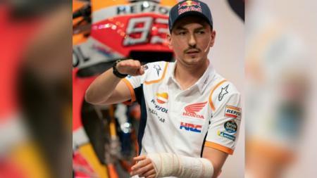 Jorge Lorenzo menjelaskan bagaimana bisa mengalami kecelakaan saat berlatih di Italia. - INDOSPORT