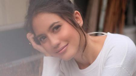 Aktris cantik Indonesia, Pevita Pearce, baru-baru ini mengenakan kostum unik mirip karakter game eSports Mobile Legends. Ataukah hero baru? - INDOSPORT
