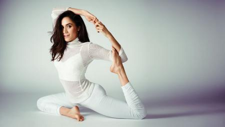 Meghan Markle sudah menyukai yoga sejak kecil. - INDOSPORT