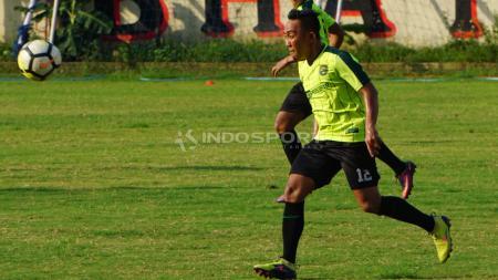 Rendi Irwan berlatih rutin di Lapangan Polda Jatim. - INDOSPORT