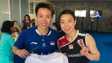 Mantan peubulutangkis Liliyana Natsir dan Arisa Higashino usai berlaga di Indonesia Open 2018. - INDOSPORT