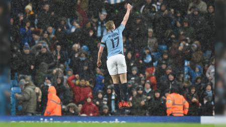 Winger Manchester City Kevin De Bruyne merayakan gol ke gawang Burnley di Piala FA, Sabtu (26/01/19). - INDOSPORT