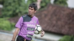 Indosport - Pelatih Bali United asal Brasil, Stefano Cugurra.