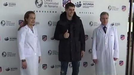 Alvaro Morata saat sedang tes medis di Atletico Madrid. - INDOSPORT