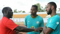 Indosport - Jacksen Tiago bersama dua pemain baru Barito Putera Lucas Silva dan Artur Viera