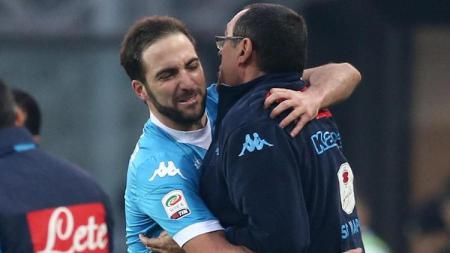 Gonzalo Higuain dan Mauricio Sarri ketika masih di Napoli. - INDOSPORT