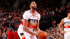 Indosport - Anthony Davis New Orleans Pelicans bersiap akan shot bola
