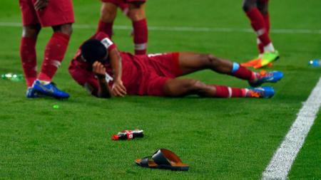 Pemain Qatar dilempar sandal oleh suporter UEA - INDOSPORT