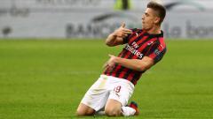 Indosport - Krzysztof Piątek mencetak gol ke gawang Napoli