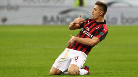 Krzysztof Piątek mencetak gol ke gawang Napoli - INDOSPORT