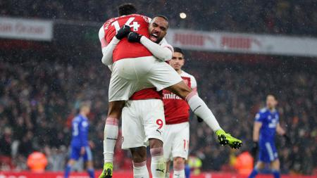 Aubameyang dan Lacazette merayakan gol - INDOSPORT