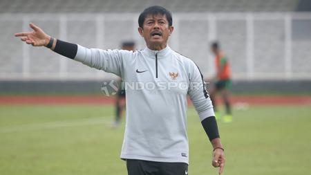 Pelatih Indra Sjafri sudah hadir kembali sejak Senin usai dari Spanyol. - INDOSPORT